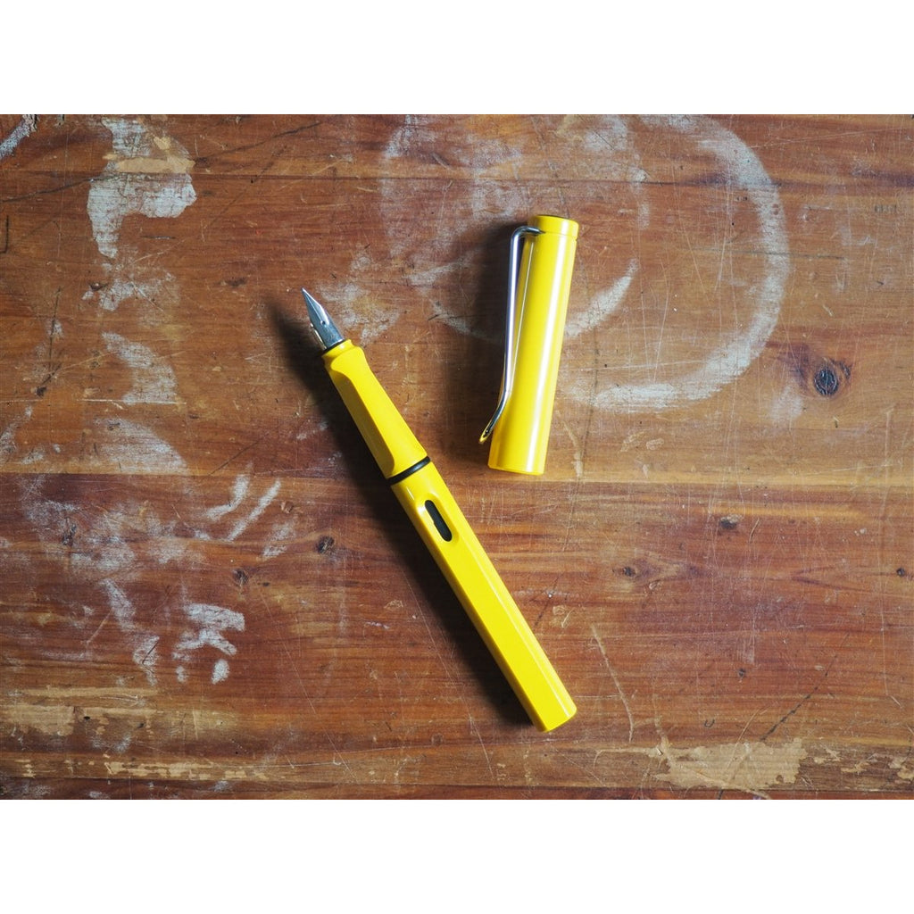 <center>Lamy Safari Fountain Pen - Yellow</center>