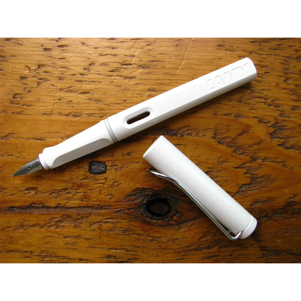 <center>Lamy Safari Fountain Pen - White</center>