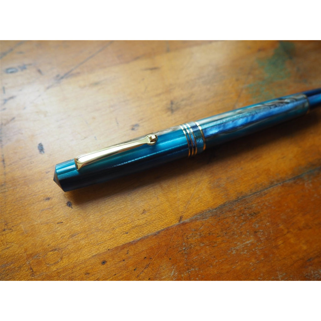 <center>Leonardo Momento Zero Fountain Pen - Blue Hawaii Resin - Gold Trim</center>
