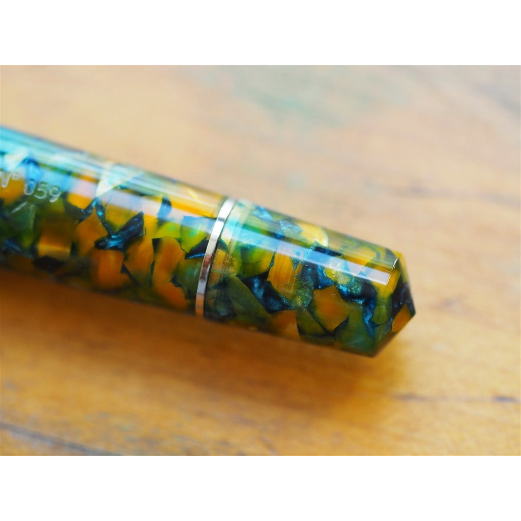 <center>Leonardo Momento Zero Grande Fountain Pen - Sunflower - Silver Trim</center>