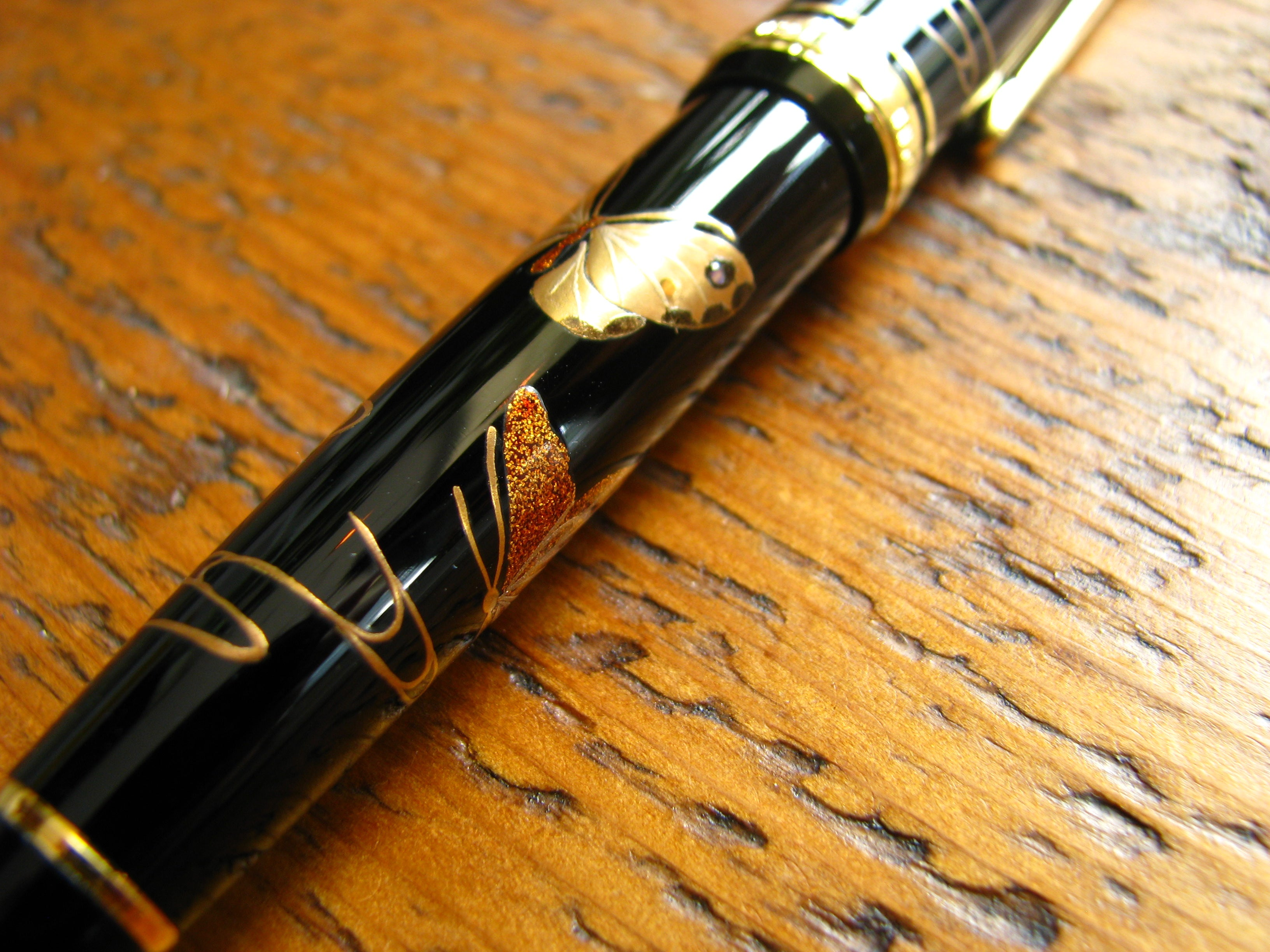 Close up of Maki-E artwork on Sailor Fountain Pen