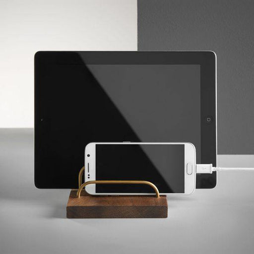 BRASS-DOCK Ipad/Brevholder – Valnød/Messing | HemmingsenInteriør