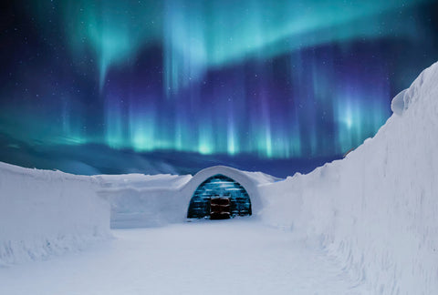 polar-lights-with-inuit-home