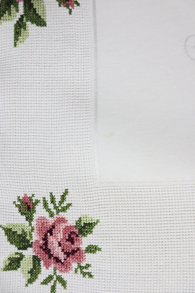 Vintage Tablecloth With Flower Embroidery