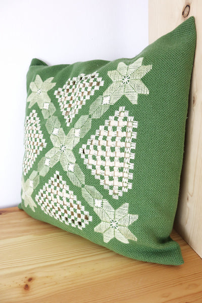 70´s Vintage Pillow Embroidery