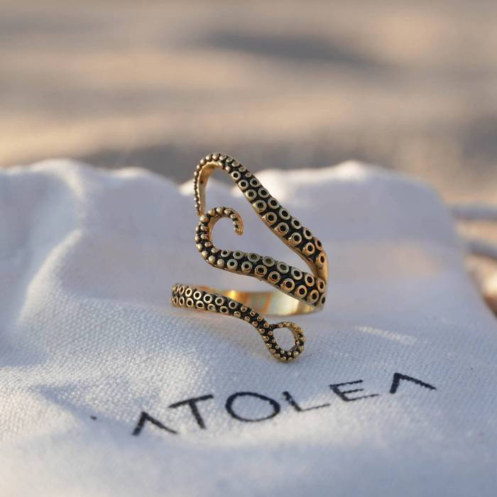 Elegant gifts for marine lovers