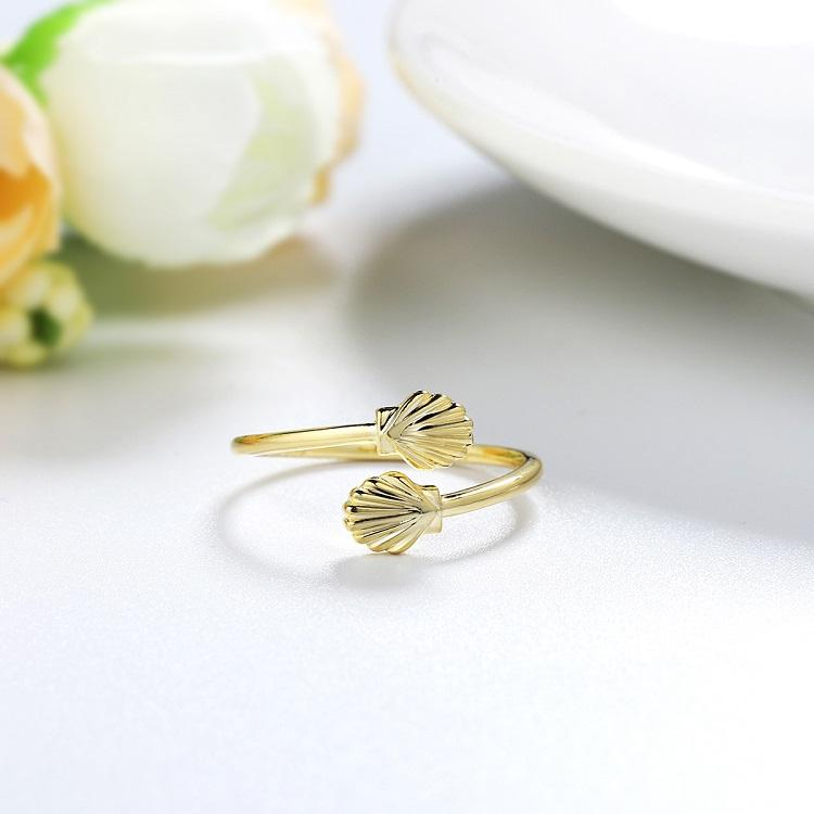 scallop ring in gold