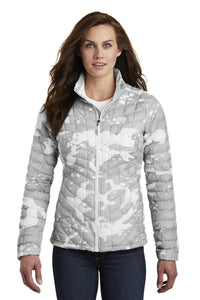 The North Face TNF White Woodchip Print NF0A3LHK company logo jackets