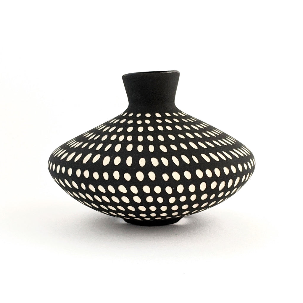 Ceramic Vase UFO Bud Black White