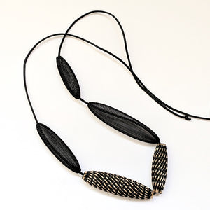 Necklace Mesh Loop Black Gold Entwined