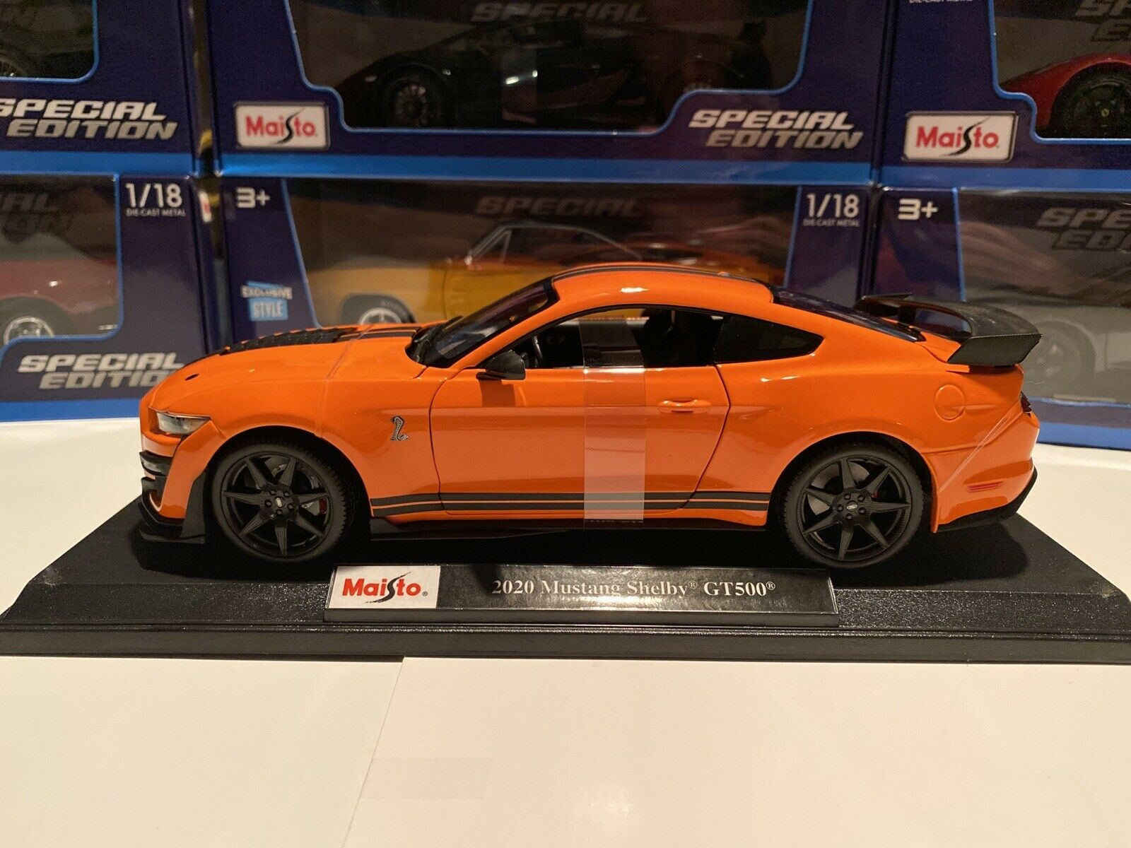 Maisto 2020 Ford Mustang Shelby GT500 Orange with Black Stripes