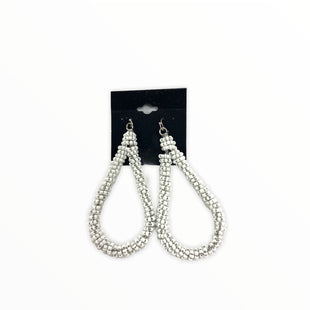 Primary Photo - BRAND:    CLOTHES MENTOR STYLE: EARRINGS COLOR: WHITE SKU: 190-190140-23653