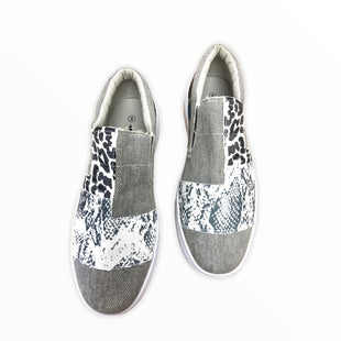 Primary Photo - BRAND:    JOLIMALLSTYLE: SHOES FLATS COLOR: CAMOFLAUGE SIZE: 8 SKU: 190-190125-39550