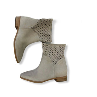 Primary Photo - BRAND: MICHAEL BY MICHAEL KORS STYLE: BOOTS ANKLE COLOR: TAN SIZE: 9 SKU: 190-190125-34486