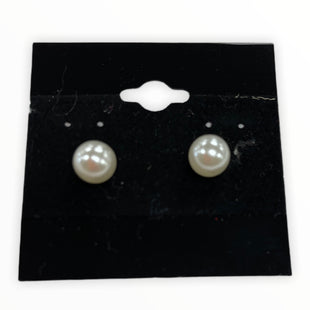 Primary Photo - BRAND:    CLOTHES MENTOR STYLE: EARRINGS COLOR: PEARL SKU: 190-190106-55041