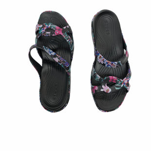 Primary Photo - BRAND: CROCS STYLE: SANDALS FLAT COLOR: FLORAL SIZE: 9 SKU: 190-19060-47555