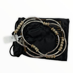 Primary Photo - BRAND:   LIZZY JAMESSTYLE: BRACELET COLOR: SILVER OTHER INFO: LIZZY JAMES - SKU: 190-190161-1405