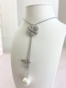 Silver Pearl Vintage Flower Necklace.