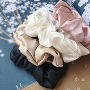 Medium Size Pure Mulberry Silk Scrunchie 22 Momme - Black silkdelux.com