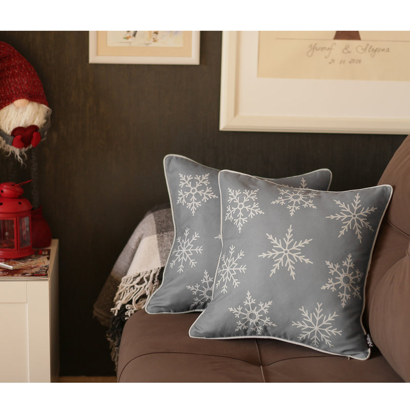 "Set of 4 18"" Christmas Snowflakes Throw Pillow Cover in Gray"