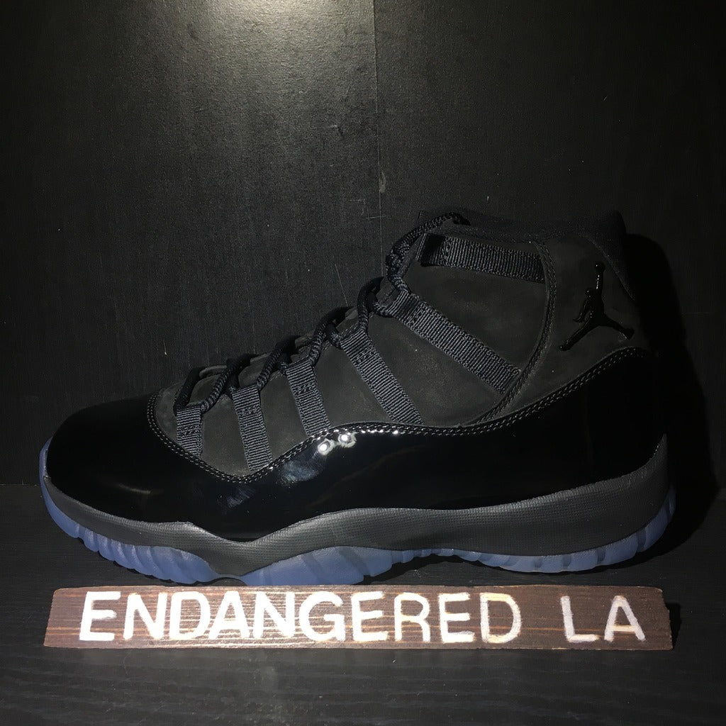 Air Jordan 11 Cap and Gown Sz 8