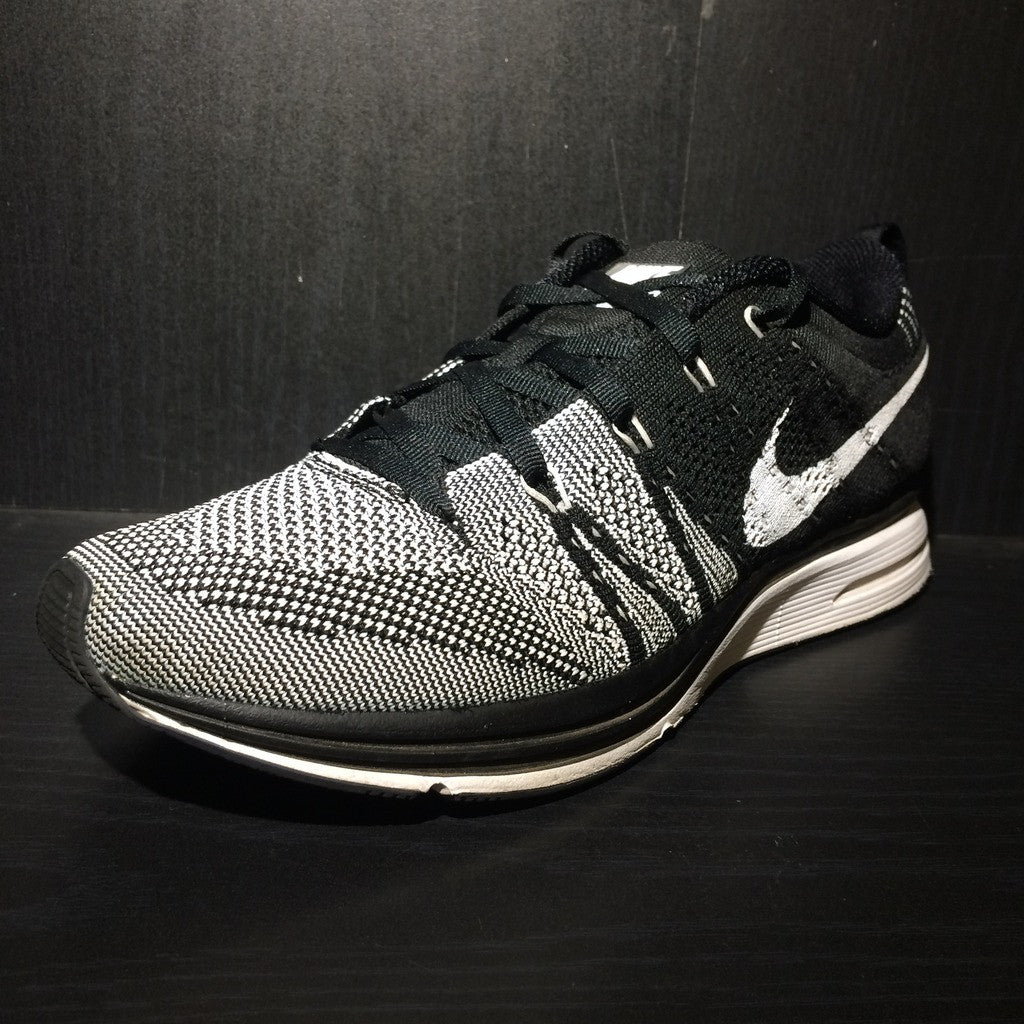 37944d5ad35 ... top quality nike flyknit trainer padded blk wht sz 7 90cf2 6e130