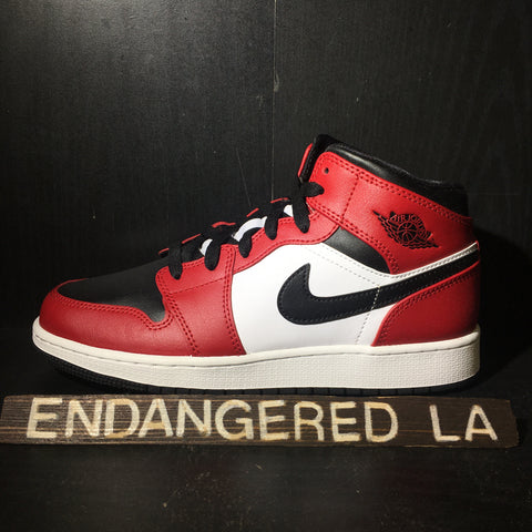Air Jordan 1 Mid Chicago Black Toe Sz 5.5