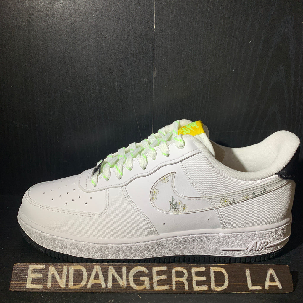 Nike Air Force 1 Low Daisy Sz 13