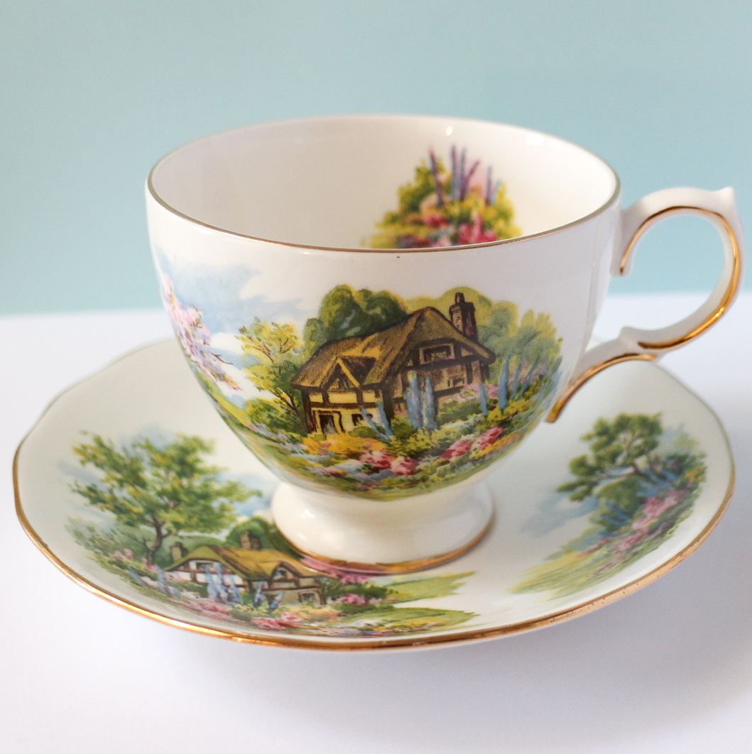 Vintage Teacup - Country Cottage