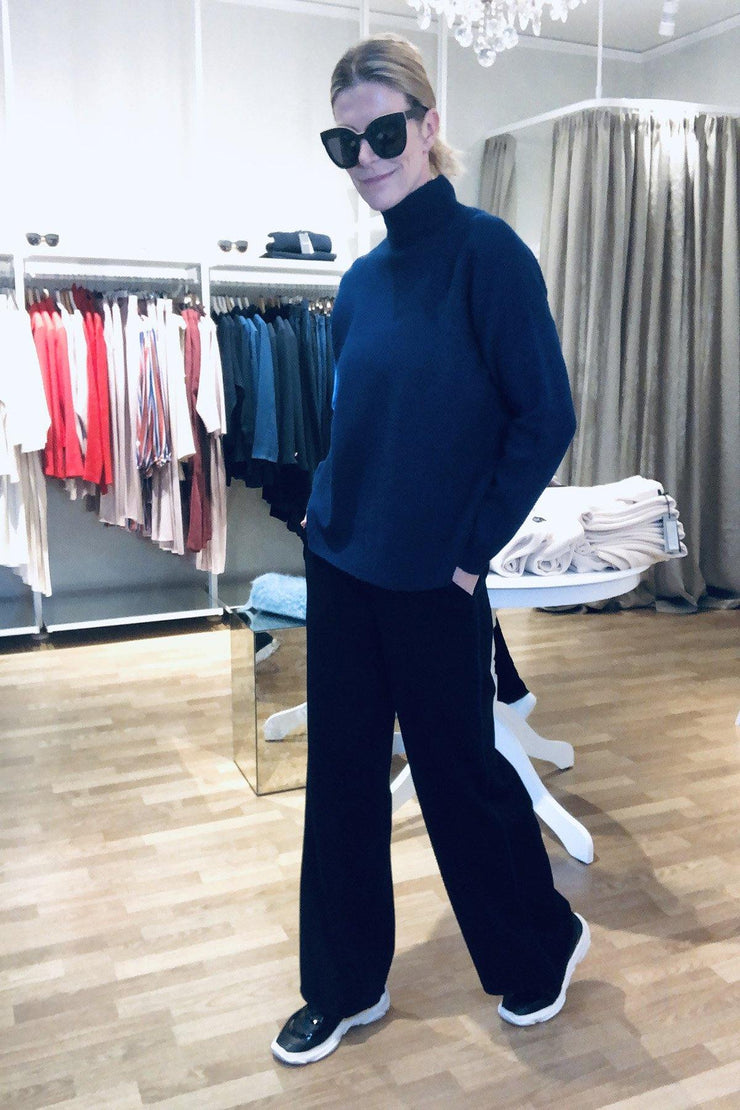 Buy online sustainable Trousers from Finland - MIAM Lily Sport Knit Pants