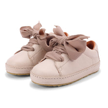 Lade das Bild in den Galerie-Viewer, Donsje Bow Tie Sneakers Rose