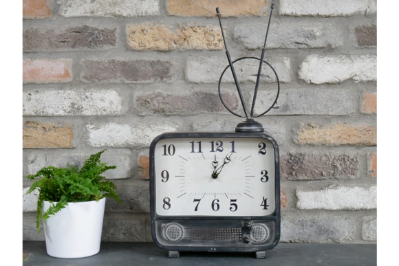 Retro TV Clock