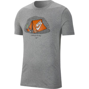 CAMISETA NIKE WAITING FOR THE DROP GREY/CINZA – EDIÇÃO ESPECIAL