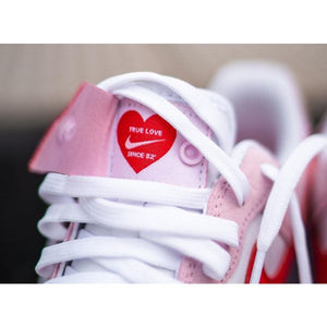 TÊNIS NIKE AIR FORCE 1 07 QS VALENTINE´S DAY LOVE LETTER