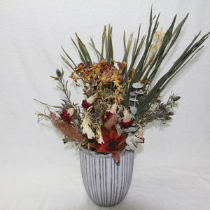 Dry flower arrangement in Vase