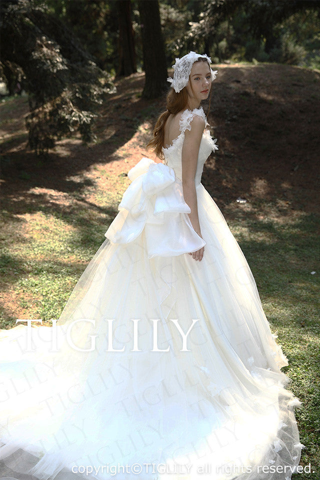 wedding dress (w2024)