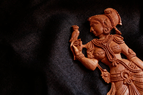 Sarangi brings you beautiful objects - the astonishingly diverse arts and crafts of India.