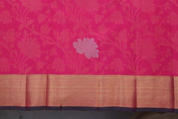 Lotus motifs on the body of the saree