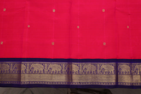 Elephant motifs on a saree border