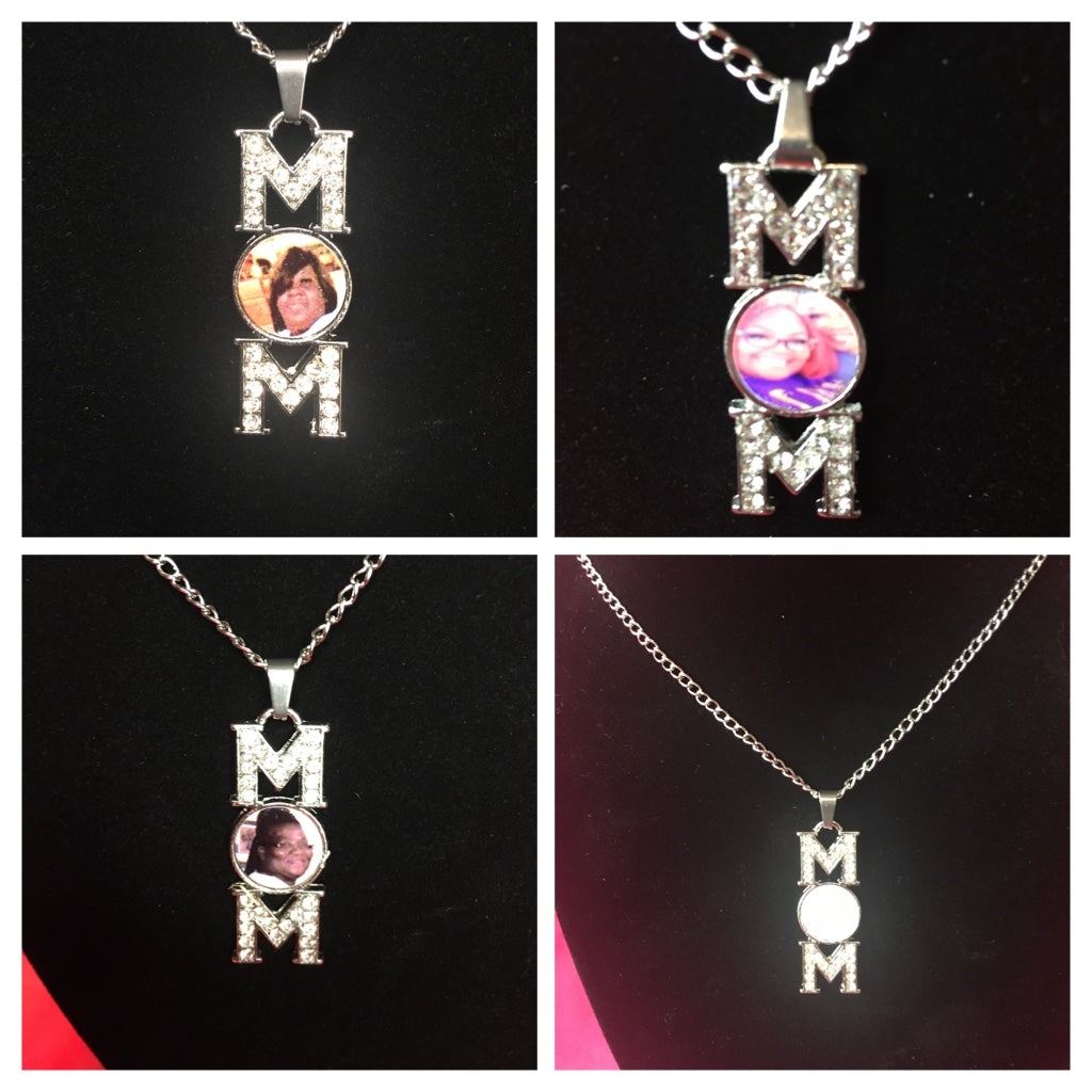 Mom pendant necklace with chain