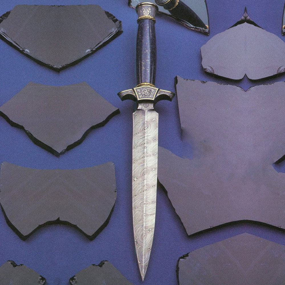 Engraved lapis handled dagger2