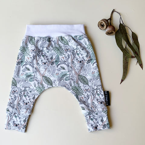 KOALA IN THE TREES harem leggings white