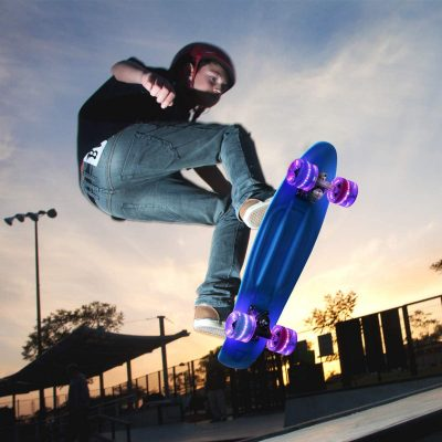 "22"" Complete Skateboard with Colorful LED Light Up Wheels for Beginners"