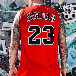 RETRO CHICAGO BULLS RED BASKETBALL JERSEY - MICHAEL JORDAN 23