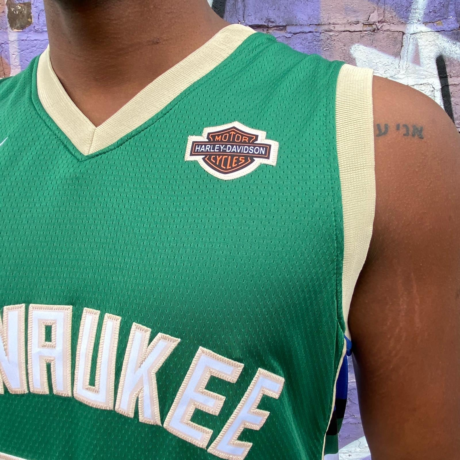 MILWAUKEE BUCKS GREEN BASKETBALL JERSEY - GIANNIS ANTETOKOUNMPO 34
