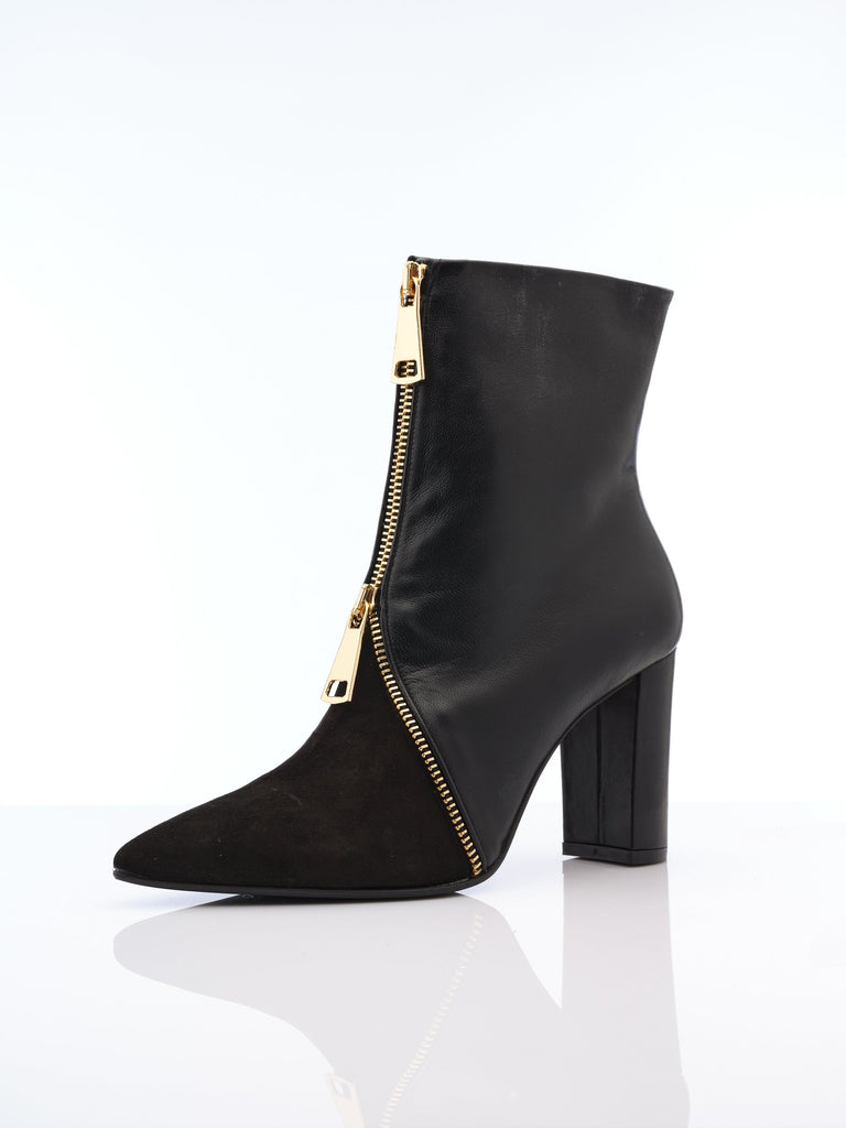 Camelie Boot in balck Leather by Oxiatly