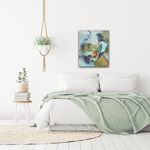 "Abstract expressionist art in a bedroom with a light green bedcover - modern artwork and abstract portrait ""Mystery"". A modern acrylic painting by abstract artist Anja Stemmer. Visit my Picture Shop for affordable art online: Buy abstract paintings, modern acrylic paintings and works of abstract art on canvas or paper online. My high quality abstract art designs are hand painted."