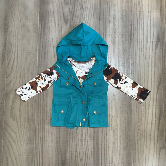 Cowhide Tee with Teal Sleeveless Jacket [NEW!]