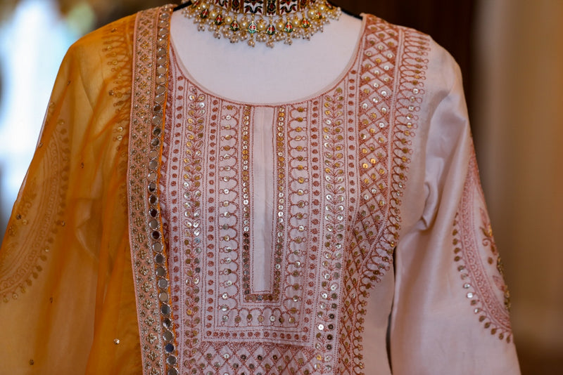IVORY CHANDERI KURTA WITH YELLOW ORGANZA DUPATTA