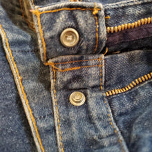 Load image into Gallery viewer, Levi's 25035 0214 80's Jeans Size 18